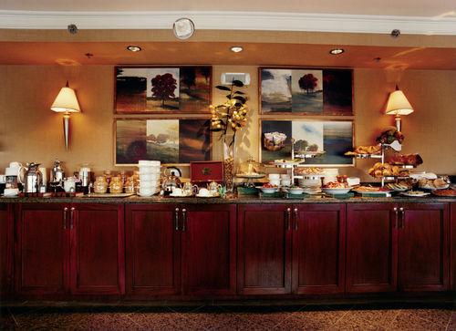 Fairmont Winnipeg Bar Lounge